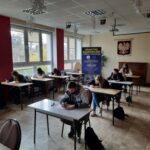 Zdjęcie nr 2 podczas testu z języka angielskiego w ramach programu Erasmus+